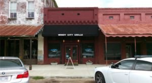 Get A Taste Of Chicago In Small Town Mississippi At Windy City Grille
