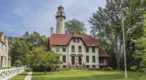 How The Grosse Point Lighthouse In Illinois Almost Didn't Get Built
