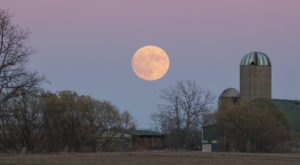 Witness The Absolutely Gigantic Full Supermoon From Your Backyard In Nebraska In Early April