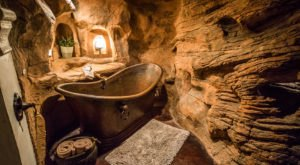 The Honeymoon Trail Inn Is A Romantic Sandstone-Themed Retreat In Utah