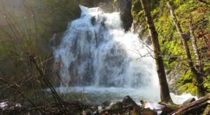 This 1.5-Mile Hike In Northern California Ends At Faery Falls, A Waterfall You Need To See With Your Own Eyes