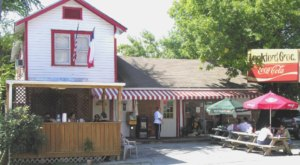 Open Since 1938, Lankford Grocery & Market Has Been Serving Burgers In Texas Longer Than Any Other Restaurant