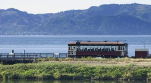 Climb Aboard A Gorgeous 1900s-Era Trolley And Take A Ride Back Through History In Oregon