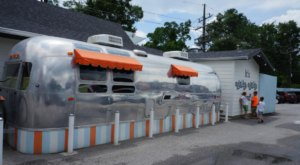 Eat Delicious Burgers In A Vintage Airstream At Willy Burger In Texas
