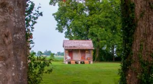 There's A Tiny Cottage At Mississippi's Belmont Plantation That's Perfect For A Cozy Getaway
