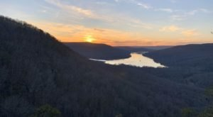 The Hike To Snoopers Rock In Tennessee Showcases One Of The Most Stunning Views In The State