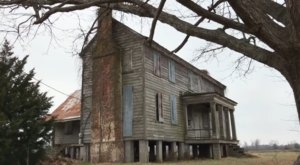 10 Recent Images That Give A Rare Glimpse Inside A Centuries Old Abandoned Farm House In North Carolina