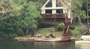 Escape To This Enchanting Airbnb In Pennsylvania That Sits Right On Lake Harmony