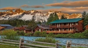 These Quaint Cabins On The Banks Of The Salmon River In Idaho Will Make Your Summer Splendid