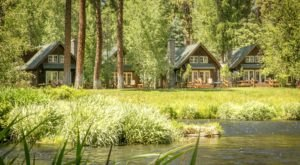 These Quaint Cottages On The Banks Of The Metolius River In Oregon Will Make Your Summer Splendid