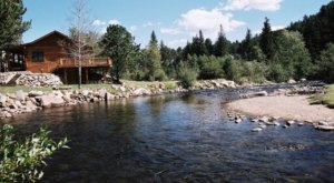 These Quaint Cottages On The Banks Of The Big Thompson River In Colorado Will Make Your Summer Splendid