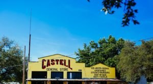 The Unassuming Castell General Store Has Some Of The Best Burgers And BBQ In Small-Town Texas