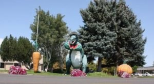This T-Rex In Utah Just Might Be The Most Charming Roadside Attraction Yet