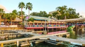 A Hawaiian-Themed Restaurant In Texas, Hula Hut Will Transport You Straight To The Islands
