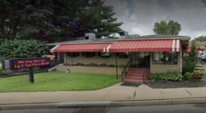 Bring A Hearty Appetite When You Visit This Old-Fashioned Diner Near Pittsburgh That Serves Huge Portions