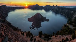 The Sunrises At This Lake In Oregon Are Worth Waking Up Early For