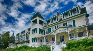 Just Steps From A Lighthouse This Hotel Offers Rooms And Cottages Perfect For A Maine Getaway