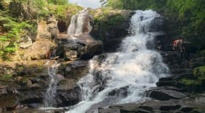 This Easy, Half-Mile Trail Leads To Shelving Rock Falls, One Of New York's Most Underrated Waterfalls