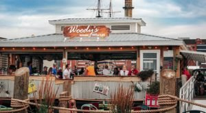 Woody's Backwater BARge & Grill Is A Floating Pennsylvania Restaurant You Have To See To Believe
