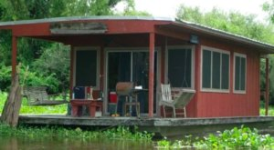 These Houseboats In Louisiana Will Take You Miles Away From It All