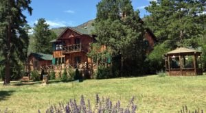 Enjoy An Overnight Escape To Pikes Peak In Colorado At The Luxurious Rocky Mountain Lodge