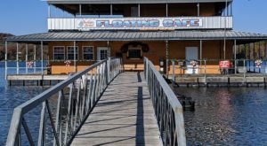 Indian Point Floating Cafe Is A Floating Missouri Family Restaurant You Have To See To Believe