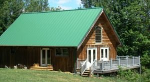 Stay In This Cozy Little Mountain Cabin In Virginia For Less Than $150 Per Night