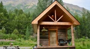 Head To Moose Pass For An Alaskan Getaway In The Bear Cub Cabin