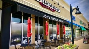 The Best Pizza And Beer In The Prairie State Come Out Of Joe's Station House Pizza Pub In Illinois