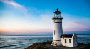 1 Of The Most-Photographed Lighthouses In The Country Is Right Here On The Washington Coast