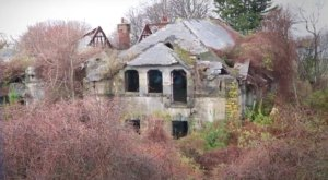 This Eerie And Fantastic Footage Takes You Inside Rhode Island's Abandoned Mansion