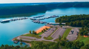 Enjoy A Waterfront Meal, Play In The Sand, And Rent A Boat All At Holmes Bend Marina In Kentucky