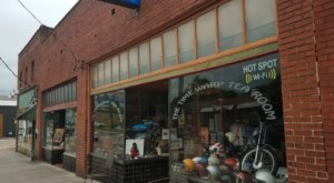 The Time Warp Tea Room Is A Cafe In Tennessee With Several Old Vintage Motorcycles On Display
