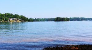 Lake Keowee Is One Of The Most Underrated Summer Destinations In South Carolina