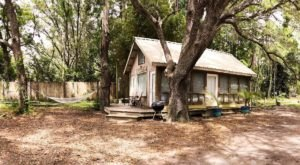 Stay In This Cozy Little Waterfront Cabin In Florida For Less Than $85 Per Night