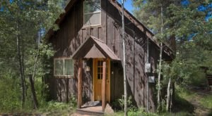 Enjoy A Solo Staycation At This Top-Rated Cottage In Idaho