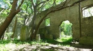 When You Take The Kelleys Island North Shore Loop Trail, It'll Lead You To Extraordinary 1800s Ruins In Ohio
