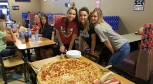 The Gigantic Pizza Served At Anderson's Pizzeria In Kentucky Is Almost As Big As The Table