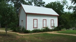 One Of Mississippi's Oldest Schoolhouses Is Still Standing…And You Can Visit