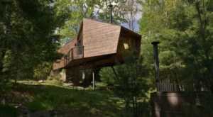 Stay Overnight in This Spectacularly Unconventional Treehouse in New York