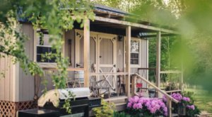 Stay In This Cozy Little Cabin In Tennessee For Less Than $100 Per Night