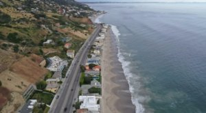 The 1.5-Mile Stroll Along Billionaire's Beach In Southern California Will Make Your Jaw Drop