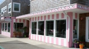 The Absolutely Whimsical Candy Store In Oregon, Bruce's Candy Kitchen Will Make You Feel Like A Kid Again