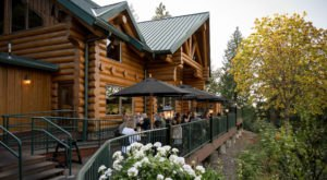 Dine In The Fresh Air With Views Of The River At Oregon's Stone Cliff Inn