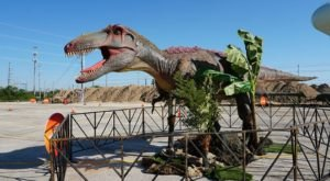 An Interactive Drive-Thru Exhibit With Life-Size Dinosaurs Is Coming To Texas Soon