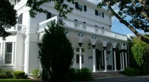 Built In 1856, Villa 120 Is A Historic Rhode Island Hotel With Charming Details That Will Make You Feel Like Royalty