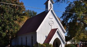 A Carpenter Gothic-Style Chapel, The Little Church In Mississippi Is Steeped In History And Charm