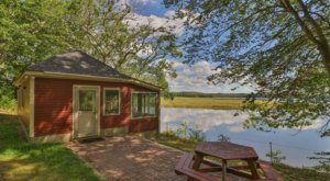 7 Must-Visit Airbnb Cabins In Maine That Are Ideal For A Fall Overnight Stay