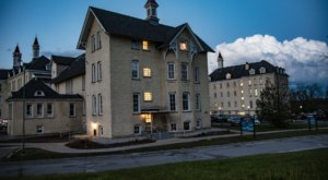 Michigan's Eerie Asylum After Dark Tours Will Take You Through A Former Psychiatric Hospital