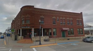 Stay Overnight In A 100-Year-Old Hotel That's Said To Be Haunted At Franklin Hotel In Iowa